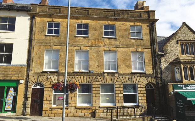 Auctioned historic former bank image