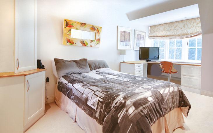 Decluttered bedroom image