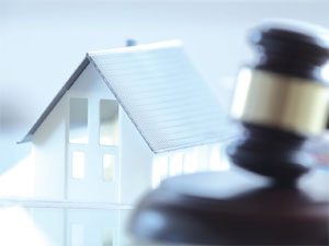 Selling property through auction image