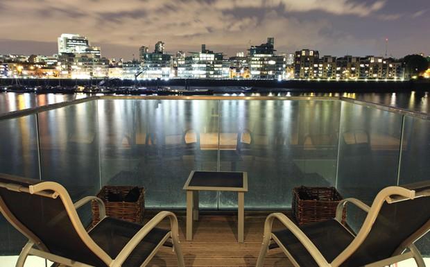photography-sells-balcony-city-scape